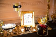Black and gold candy station Candy Stations, Gold Candy, Gold N, Wedding Planner, Sweet, Blog, Wedding Planer, Candy Buffet, Wedding Planners
