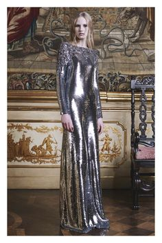 See the complete Roberto Cavalli Pre-Fall 2016 collection.