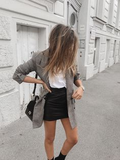 Black skirt outfits, winter skirt outfit, casual summer outfits, fall o Black Skirt Outfits, Blazer Outfits Casual, Winter Skirt Outfit, Casual Summer Outfits, Spring Outfits, Dress Outfits, Cute Outfits, Fashion Outfits, Mode Style