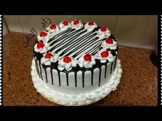 (Fast and easy chocolate sauce method, filling and quick decorating for a creamy tart … – Pastry World Happy Birthday Chocolate Cake, Fruit Birthday Cake, Birthday Cakes For Teens, Icing Cake Design, Cake Decorating Piping, Cake Decorating Designs, Cake Decorating For Beginners, Cake Decorating Techniques, Cake Decorating Tutorials