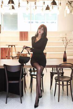 Beautiful Asian Women, Beautiful Legs, Asian Fashion, Girl Fashion, Womens Fashion, Cute Asian Girls, Sexy Legs, Sexy Outfits, Asian Woman