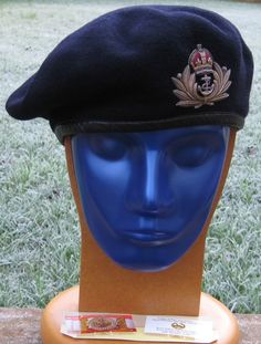 28/LXI Militaria UK – Headdress – The Royal Navy (RN). Quality Off's Navy Blue Beret with WW2 Pattern Quality Economy Small Beret Badge. c.Late / Post WW2.