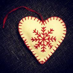 Joulukoriste huovasta / felt Christmas ornament Felt Christmas Ornaments, Holiday Decor