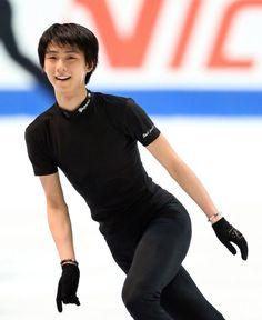 フィギュアスケートのグランプリ(GP)シリーズ最終第6戦・NHK杯が、28日から大阪・なみはやドームで開幕する。8日の中国杯の練習中に選手と衝突して負傷した羽生結弦(ANA)は、27日の公式練習では