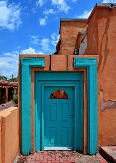 Albuquerque, New Mexico. Why is there a random doorway in the middle of nowhere? Cool Doors, Unique Doors, When One Door Closes, Santa Fe Style, Land Of Enchantment, Southwest Style, Southwestern Doors, Door Knockers, Windows And Doors