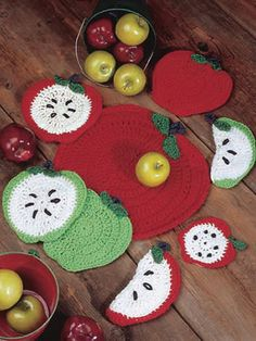 Delicious Dining apple crochet set