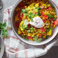 This easy recipe for scrambled tofu boasts Mexican flavours and is a delicious breakfast alternative to scrambled eggs. Brunch Recipes, Vegan Recipes, Vegan Food, Healthy Food, Yummy Food, Vegetarian Menu, Mets, Vegetable Dishes, Food Inspiration