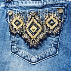 Miss me Capris Size 27 miss me capris in perfect conditions. Worn 2-3 times. Miss Me Jeans Ankle & Cropped