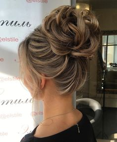 Looped+Bun+Updo Más