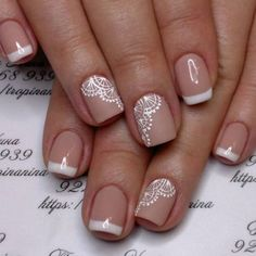 False nails have the advantage of offering a manicure worthy of the most advanced backstage and to hold longer than a simple nail polish. The problem is how to remove them without damaging your nails. Fall Nail Art Designs, Diy Nail Designs, Nail Polish Designs, Lace Nail Art, White Lace Nails, Lace Art, Bride Nails, Wedding Nails Design, Lace Nail Design