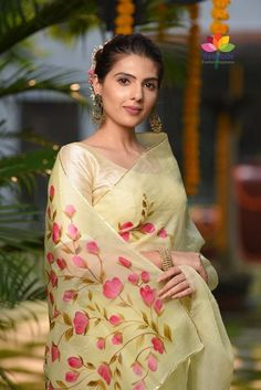 Browse through a wide Variety of Organza Sarees in various colors, Prints and Designs. We also can do any Custom Print on a Minimum of 10 Pieces. Shipping worldwide USA UK AUSTRALIA JAPAN etc. Saree Painting Designs, Fabric Paint Designs, Saree Floral, Pink Saree, Yellow Saree, Organza Saree, Georgette Sarees, Kurti, Cotton Saree
