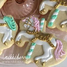 Carousel Horse Cookies by nikkiikkin on Etsy Carousel Cake, Carousel Party, Carousel Horses, Circus Cookies, Horse Cookies, Sugar Cookies Recipe, Royal Icing Cookies, Fondant, Carnival Baby Showers