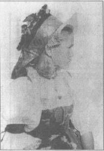 Праздничный девичий костюм, д. Суна. 1899 г. (Фото М. Круковского) Kimono, History, Painting, Art, Art Background, Historia, Painting Art, Kunst, Paintings