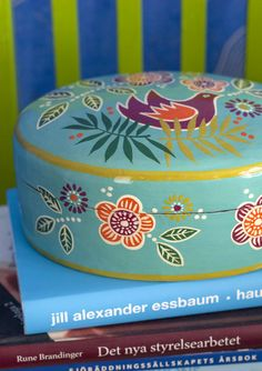 Isn't this hand-painted little box with its decorative patterns just lovely! Perfect for storing your jewelry and other little things. Made of papier mache.
