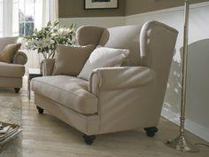 Sessel Lafayette mit losen Kissen. Ein ausladend breiter und bequemer Ohrensessel auch als individuelles Einzelstück wunderschön.