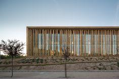 Bordallo y Carrasco Arquitectos, Yelca, Spanien, Multifunktionszentrum, Fassade, Holz, Vegetation, Landschaftsgestaltung