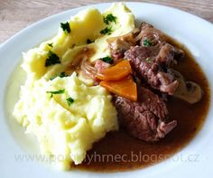 Hovězí po burgundsku v pomalém hrnci (boeuf bourguignon) Crockpot, Slow Cooker, Cooking Recipes, Food, Beef Bourguignon, Meal, Chef Recipes, Essen, Crock Pot