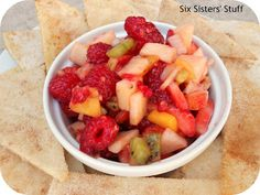 Fresh Fruit Salsa and Homemade Cinnamon Chips- this takes salsa to a whole new level! So delicious! #salsa #recipe
