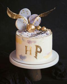 Harry Potter Birthday Cake, Harry Potter Cake, Baby Cupcake, Cupcake Cakes, Garri Potter, Girl Birthday, Birthday Cakes, Pastel, Desserts