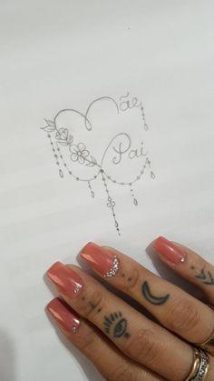 #tatuagem #pai #mae Small Dog Tattoos, Girly Tattoos, Mini Tattoos, Rose Tattoos, Body Art Tattoos, Mum And Dad Tattoos, Family Tattoos, Calligraphy Tattoo, Tattoo Fonts