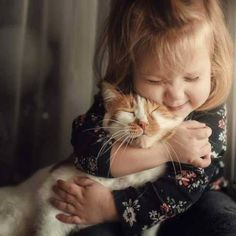 There are also plenty of activities to do with cats that will fight boredom, burn off excess energy, and stay busy during the summer months. Here are seven ways kids can bond with their cats. Animals For Kids, Cute Baby Animals, Kittens Cutest, Cats And Kittens, Cute Kids, Cute Babies, Foto Baby, Cute Baby Pictures, Baby Kind