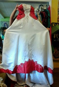 Valentine formal wedding gown sz 3/5 small wit h veil