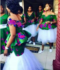 Beautiful Ankara Outfits For Asoebi Ladies 2018 African Traditional Wedding Dress, Traditional Wedding Attire, Traditional Outfits, African Wedding Attire, African Attire, African Dress, Sishweshwe Dresses, Bridal Dresses, Bridesmaid Dresses