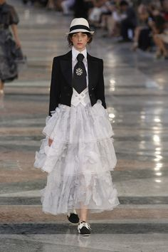 Chanel, Look #2