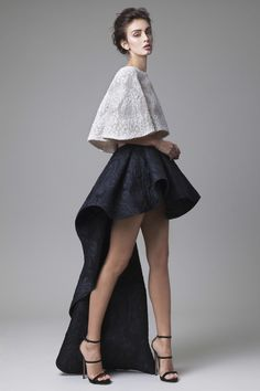 Atelier Krikor Jabotian takes pride in its refined craftsmanship and use of opulent fabrics to create a timeless message of heritage, style, tradition and innovation. Haute Couture Style, High Fashion Outfits, Fashion Now, Catwalk Design, 2016 Fashion Trends, Illustration Mode, Midi Dress With Sleeves, Looks Style, Mode Inspiration