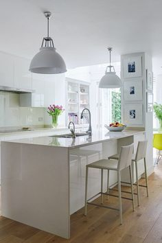 White kitchen ideas uk bright colour and pattern white kitchen kitchen design ideas white gloss kitchen . Open Plan Kitchen, Kitchen Layout, Kitchen Seating, Bar Seating, Design Kitchen, Kitchen Living, New Kitchen, Kitchen Family Rooms, Kitchen Wood