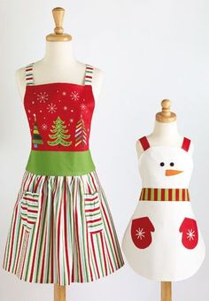 An Apron for Mom and one for her 'little helper' - perfect for the Christmas season!