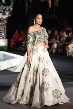 Manish Malhotra at Lakmé Fashion Week winter/festive 2016 Lakme Fashion Week, India Fashion, Asian Fashion, Trendy Fashion, Women's Fashion, Tokyo Fashion, Bridal Fashion, Street Fashion, High Fashion