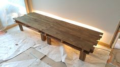 Pallet table with light