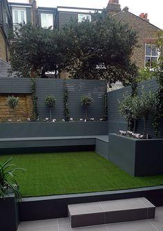 recinto moderno colore scuro prato verde