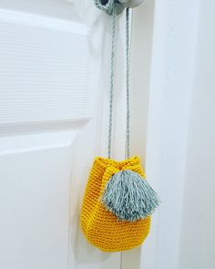 Tshirt yarn bucket bag - section of information related to. Crochet Scarf Easy, Crochet T Shirts, Crochet Pouch, Crochet Rope, Crochet Purses, Crochet Yarn, Yarn Bag, T Shirt Yarn, Knitted Bags