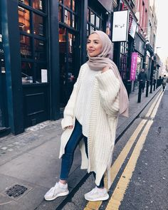 Oversized parka jackets and cardigan hijab looks - Just Trendy Girls Modern Hijab Fashion, Street Hijab Fashion, Hijab Fashion Inspiration, Muslim Fashion, Modest Fashion, Casual Hijab Outfit, Outfits Casual, Hijab Chic, Winter Fashion Outfits