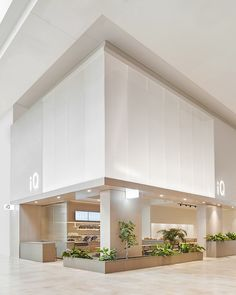 Toronto based Mason Studio balances monolithic shapes with living greenery for iQ restaurant in Yorkdale Mall Facade Design, Architecture Design, Coffee Store, Natural Interior, Space Interiors, Retail Space, Casual Restaurants, Shopping Center, Retail Design