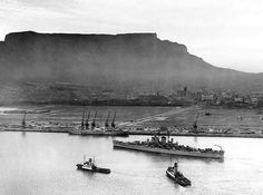 The USS Huntington arrives to a very desolate foreshore in The foreshore was built in but due to the economic climate after the war, it took a while to be properly utilized. Old Pictures, Old Photos, Global Holidays, Cape Town South Africa, Picture Story, Most Beautiful Cities, African History, African Art, My Land