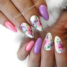 Beautiful nails by Ugly Duckling family member 💕💖 . Nail Art Salon, Nail Art Diy, Diy Nails, Cute Nails, Nail Art Designs, Flower Nail Designs, Spring Nails, Summer Nails, White Glitter Nails