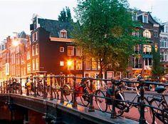 Entdecke die wunderschöne Stadt Amsterdam!  Fliege mit dem Ferien Angebot von SWISS für nur 149 Franken von Zürich nach Amsterdam!  Buche hier das Ferien Angebot: https://www.ich-brauche-ferien.ch/ferien-deal-zuerich-nach-amsterdam-mit-swiss-fuer-nur-149/