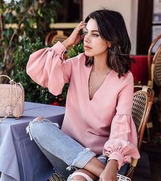 Pink shirt outfits, pink top outfit, jean outfits, casual outfits, pastel o Fashion Blogger Style, Fashion Week, Fashion Trends, Fashion Ideas, Luxury Fashion, Pink Top Outfit, Casual Outfits, Fashion Outfits, Womens Fashion
