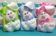 Caixa para acondicionar bombons.  Coelhos confeccionadas em feltro.  Cores disponíveis para a caixa: Rosa, Azul, Verde, Lilás, Vermelho (estampas diversas)