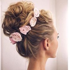 Oh I love this idea of flowers in my hair! That is a definitive of what I want