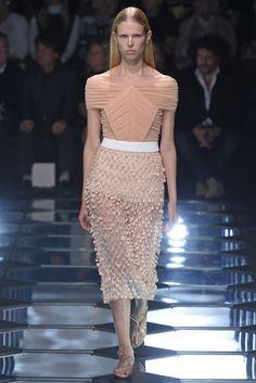 Balenciaga RTW Spring 2015 - Paris Fashion Week