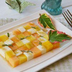 Salade melon pêche mozzarella balsamique | Au fil du thym Mozzarella, Cantaloupe, Pineapple, Fruit, Cooking, Desserts, Voici, Food, Balsamic Vinegar Dressing