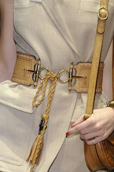 A perfectly handcrafted belt elevates this neutral fabric into fabulousness. Fashion Belts, Fashion Outfits, Womens Fashion, Gucci Fashion, Leather Accessories, Fashion Accessories, Corset Sexy, Ethno Style, Gucci Spring