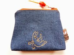 Täschchen aus alter Jeans / Zippered pouch made from old pair of jeans / Upcycling