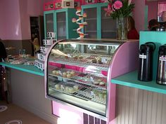 No doubt, cupcakes are all the rage these days. Sift Cupcakery was born in 2008 after the owners weren't able to find their dream cupcakes . Bakery Store, Home Bakery, Bakery Cafe, Cafe Restaurant, Cupcake Shop Interior, Bakery Interior, Bakery Decor, Bakery Display, Cupcake Display