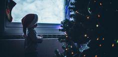 """""""Bist du der Weihnachtsmann?"""" Die Antwort dieser Mama ist wunderschön. ....Der Weihnachtsmann ist viel größer als irgendeine Person und seine Arbeit gibt es länger als jeden einzelnen von uns. Was er macht ist einfach, aber sehr beeindruckend. Er bringt Kindern bei an etwas zu glauben, was sie nicht sehen oder anfassen können.fam"""