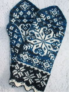 Ten Below uses a traditional Latvian scalloped cuff, gusset thumb, with large snowflake motif on front and minor snowflake motifs on the palm of the hand. Mittens Pattern, Knit Mittens, Knitted Gloves, Knitting Socks, Wrist Warmers, Hand Warmers, Knitting Charts, Knitting Patterns, Fair Isle Knitting